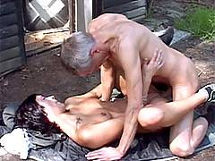 Senior pussy hunter banging a sexy brunette babe outdoor