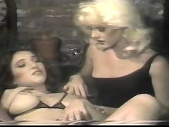 Sexy lesbian ladies licking each other in retro hardcore